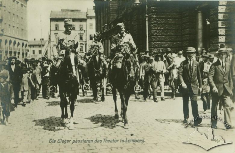 Російські офіцери на вул. Ягелонській (сучасна Гнатюка), 1914
