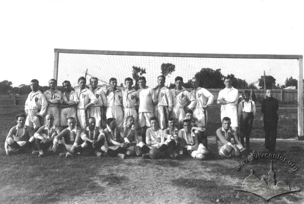"""Футболісти львівської """"Погоні"""" та команди І Бригади Легіонів, 1917 р."""